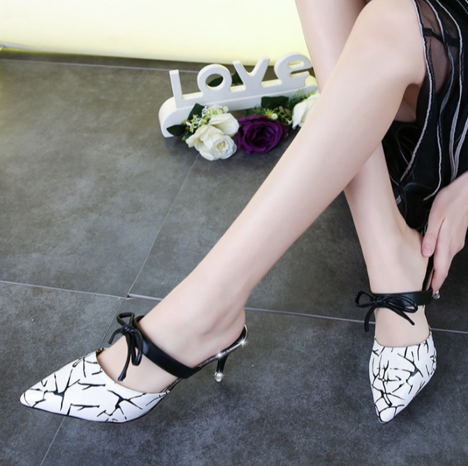 European Leisure Pointed High-heeled Sandals