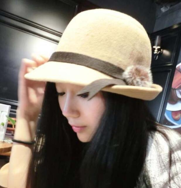 Korean Women's Fashion Hairball Design Woolen Caps