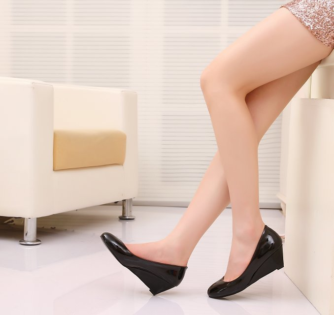 Classic Women's Fashion Round Toe Leather Comfortable Wedge Shoes