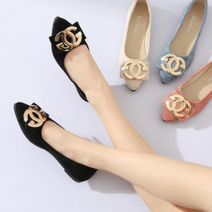 Women's Fashion Metal Decoration Solid Color Suede Pointed Low Heel Shoes