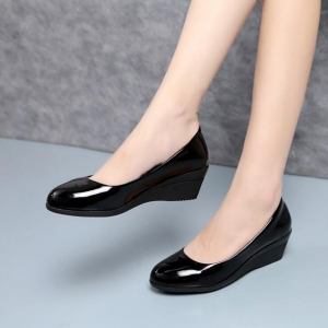 Women's Fashion Solid Color Shallow Mouth Round Head Shoes
