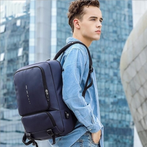 Men's Fashion Solid Color Trendy USB Charging Port Design Large Capacity Waterproof Backpack